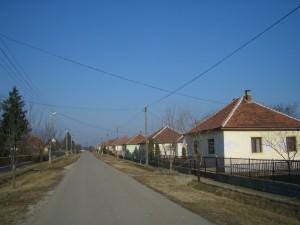 Sátortetős házak kisméretű téglából