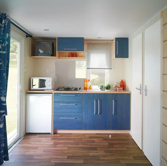 Kis alapterületű nyaraló, hétvégi ház konyhája